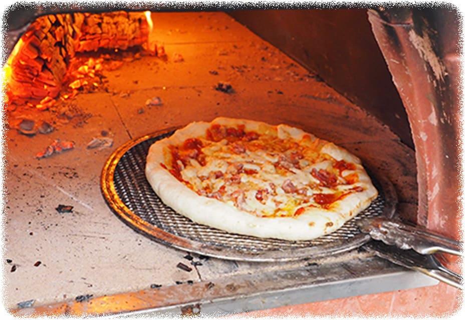 みんなで楽しくピザ作り!